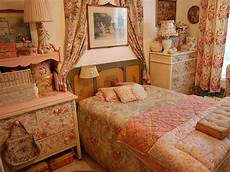 vintage bedroom decorating ideas vintage bedroom decorating ideas and photos