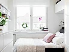 schlafzimmer in weiß einrichten gro 223 artige einrichtungstipps f 252 r das kleine schlafzimmer