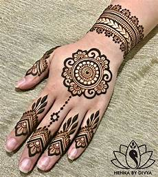 Hennagir Designs 10 Easy Henna Designs For Beginners For Their Backhand And