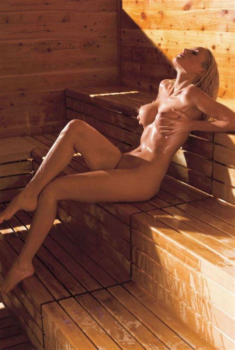 Nackt In Sauna