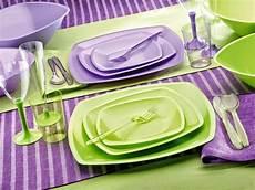 piatti e bicchieri di plastica per feste gold plast a tavola con i piatti di plastica