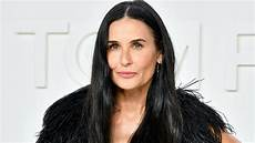 demi moore fully carpeted her bathroom and everyone is
