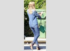 Heidi Klum steps out with wet hair as she cradles her new