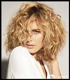 frisuren frauen locken halblang frisuren 2019 mittellang mit locken modische frisuren