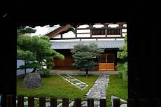 temple neighborhood garden negi udon shop yorozuya in gion kyoto kyoto foodie