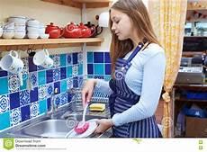 Part Time Jobs For Teenage Students Adolescente Con La Tienda A Tiempo Parcial De Job Washing