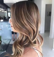 frisuren braune haare mit blonden strähnen balayage vs ombre hair difference between the hair color