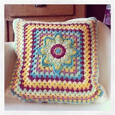 uncinetto cuscini cuscini all uncinetto bi01 187 regardsdefemmes