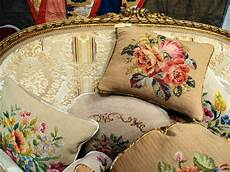 tessuti per cuscini divanetti dorati nappe cuscini antichi e femminilit 224