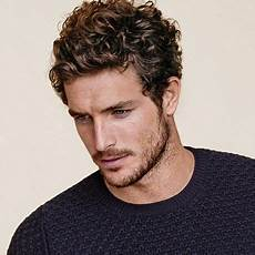 frisuren männer welliges haar gewellte frisur lockige frisuren wellenfrisuren und