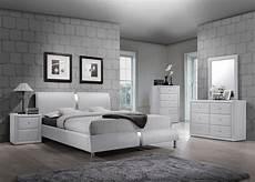 4 pc white enzo collection size platform bedroom set
