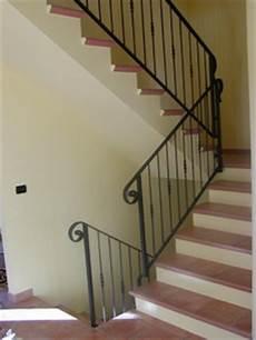 ringhiera in ferro battuto per scale interne ringhiere per interno e corrimano scala in ferro forgiato
