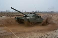 interno di un carro armato i carri dell ariete in addestramento esercito italiano