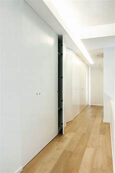 creare un armadio a muro armadio in legno minimal incassato su misura con porte