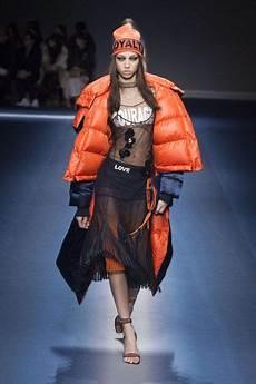 Malvorlagen Winter Versace Versace Herbst Winter 2017 Mailand Womenswear