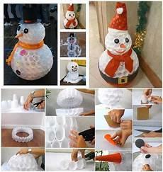 pupazzo di neve con bicchieri di plastica pupazzo di neve con bicchieri di plastica bambini