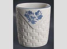 Vintage Pfaltzgraff Yorktowne Basket Weave Vase #