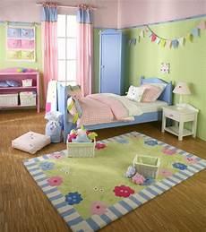 babyzimmer wandgestaltung farbe kinderzimmer wandgestaltung gr 252 n rosa mit bildern