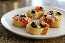 easy pizza crostini appetizer recipe