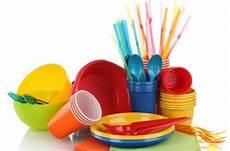 piatti e bicchieri di plastica per feste piatti e posate di plastica sono dannosi per la salute
