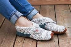 stylish modern free crochet slippers pattern for