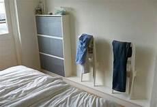 stuhl für schlafzimmer stuhl an der wand f 252 r ins schlafzimmer diy