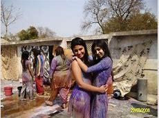 Sexy Indian girls Playing Holi   12 Pics
