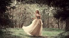 brude fotografering baggrunde skov kvinder model fotografering kjole