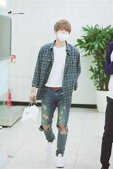 k pop idol with fabulous airport fashion exo baekhyun