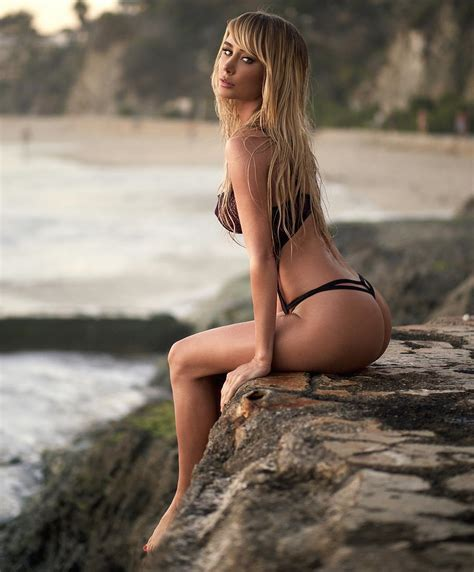 Lori Loughlin Sexy Pics Legs