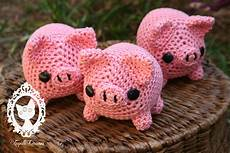 more amigurumi pigs by fayettedream on deviantart