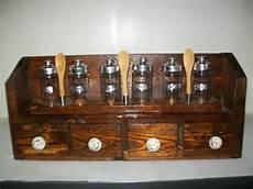 portaspezie in legno portaspezie in legno con sei contenitori in vetro 4
