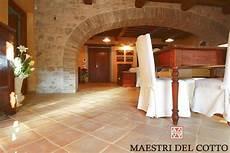 pavimenti casale cascina a spoleto pavimento in cotto chiaro umbro vissuto