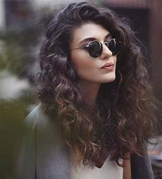 frisuren braune lockige haare totally chic and beautiful curly hairstyles hairstyles