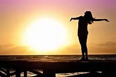 frauen am strand free picture silhouette