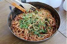 vegansk pasta vegansk pasta all amatriciana vegan pasta vegetariska