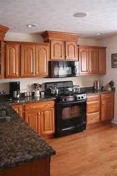 armadietti legno armadietto di legno naturale della cucina fotografia stock