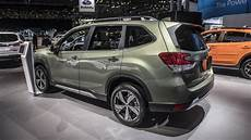 2019 subaru forester photos 2019 subaru forester new york 2018 photo gallery autoblog