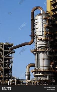 Distillation Tower Distillation Tower At A Petrochemical Plant Stock Photo