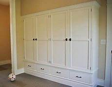 closed shoe storage foter