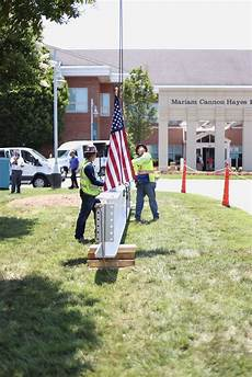Sanger Heart And Vascular Institute The Final Steel Beam Being Placed On The New Heart And