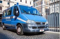 volante fiat ducato furgone di fiat ducato come volante della polizia a