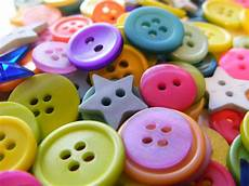 3 diy button crafts itsysparks