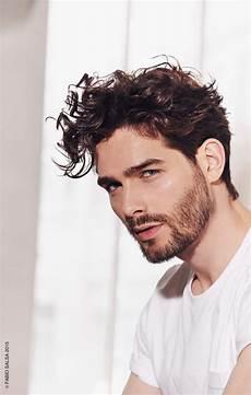 frisuren männer locken lang 79 beeindruckende herrenfrisuren f 252 r lockiges haar