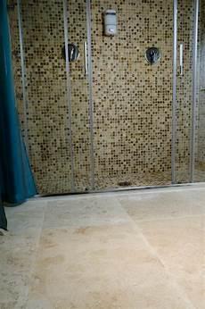 mosaico per bagno doccia mosaici in travertino e marmo per il bagno pietre di