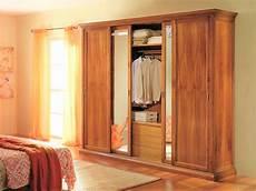 auto con porte scorrevoli armadio porte scorrevoli in legno massello con specchi