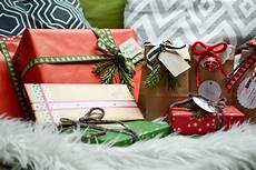 geschenke geschenke verpacken weihnachtsgeschenke verpacken mintnmelon