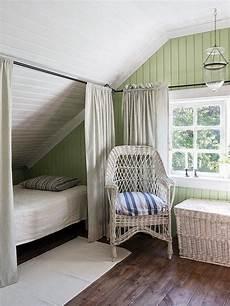 schlafzimmer ideen mit ankleide idee f 252 r eine koje unter der schr 228 ge m 228 dchenzimmer
