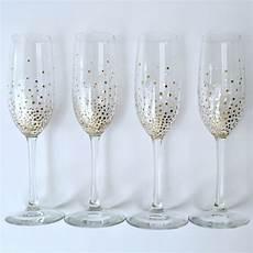 canzone con i bicchieri personalizzare i bicchieri da chagne con il fai da te