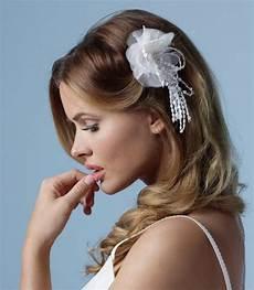 haarschmuck mit stoffblumen strass samyra haarschmuck mit verzierter stoffblume samyra fashion